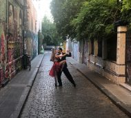 Tango en Berlín - Introduccion. Photo by Cobblestone street dancing man